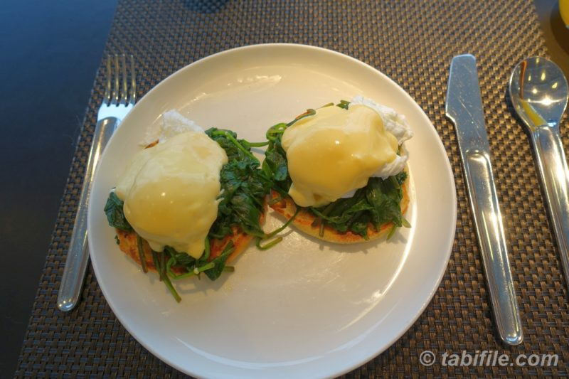 EGG BENEDICT - QANTAS SYDNEY INTERNATIONAL FIRST LOUNGE