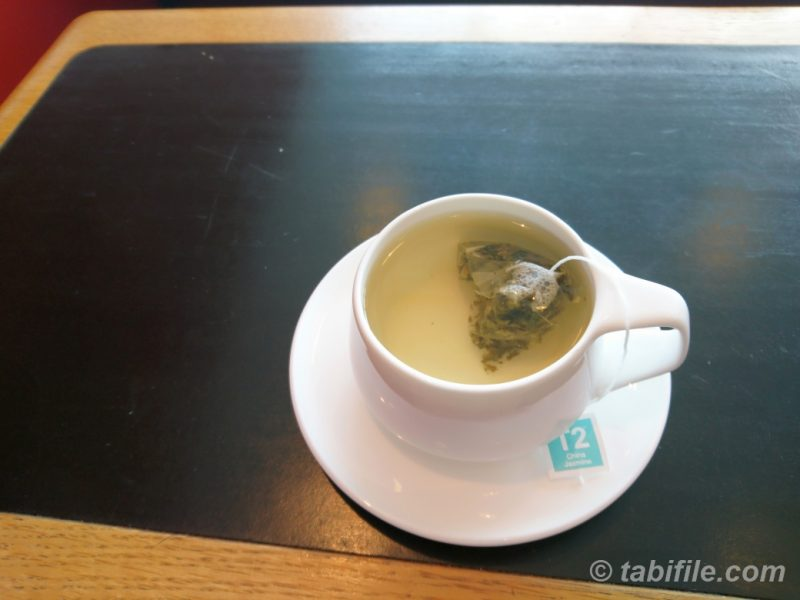 T2 TEA - QANTAS SYDNEY INTERNATIONAL FIRST LOUNGE
